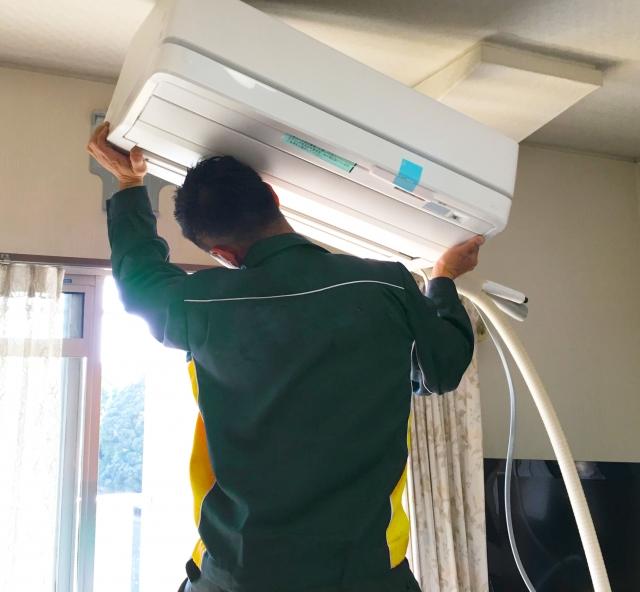 エアコン取り外しの作業工程