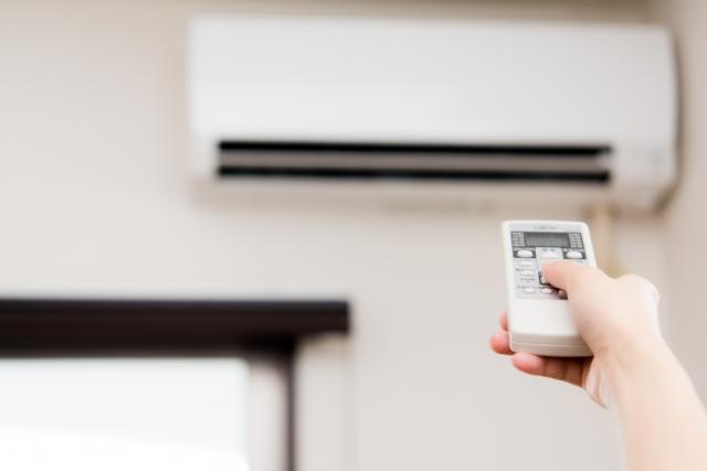 新しいエアコンを取付ける時の作業工程と業者選びについて