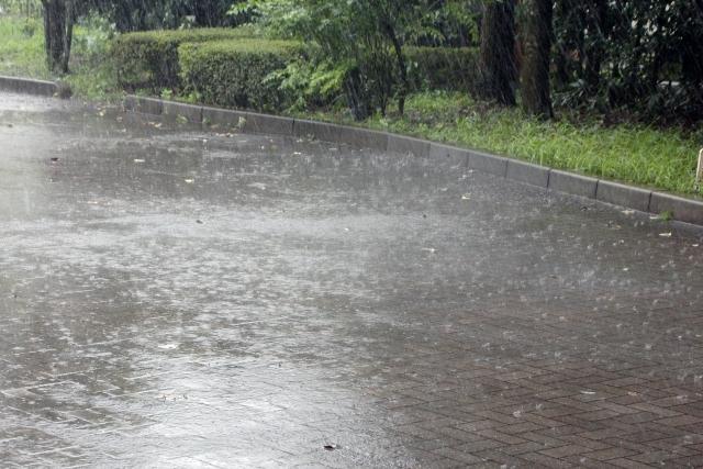 インターホンは雨で故障する!原因と対処法