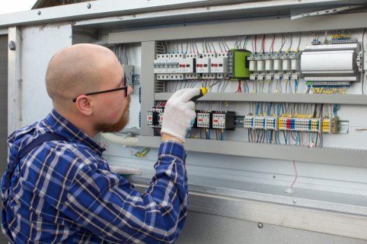 プレハブやガレージに電気を引き込む方法