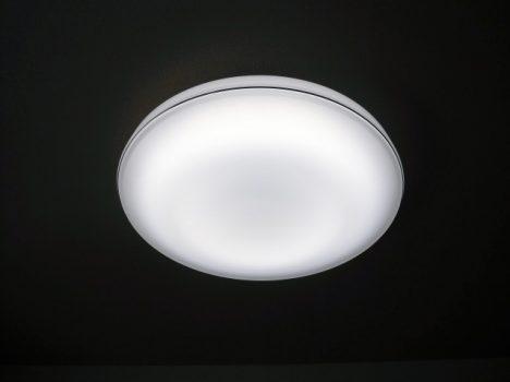 """画像●シーリングタイプ """" 天井に直接取り付けるタイプの照明です。 リビングや寝室などに適しています。 リモコン操作にすることもできます。 """""""