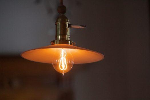 天井付近の電気工事まとめ!照明器具の種類やLED照明のメリットと取り付け方法