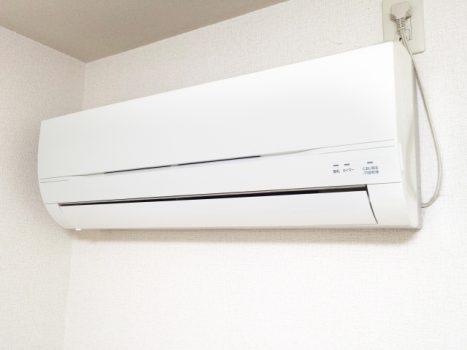 エアコン電気工事の基本と追加費用が掛かる作業