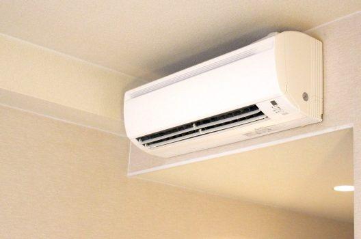 エアコンの除湿効果|冷房と除湿の違いや換気扇との併用について