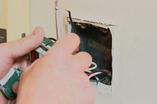 照明スイッチの交換は資格が必要