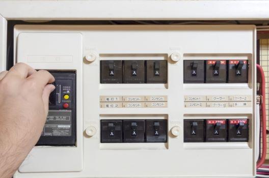 分電盤を交換するタイミングは?設置時の注意点・費用相場も解説