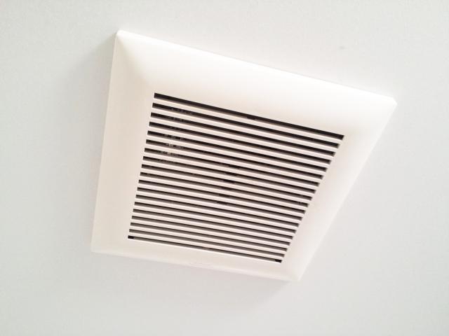 浴室換気扇の交換費用相場を解説!換気扇の掃除方法・上手な使い方も