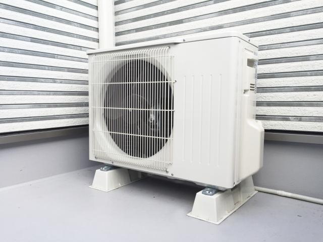エアコンのドレンホース交換手順!劣化の原因や水漏れ修理について