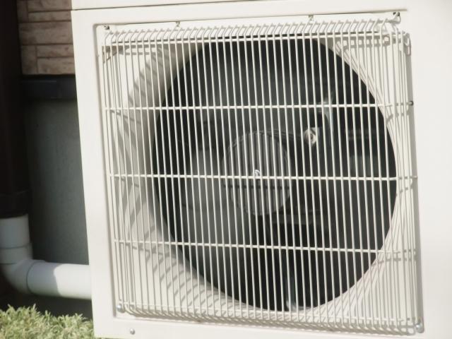 エアコンの室外機 設置場所の条件や室外機カバーの取り付け方法