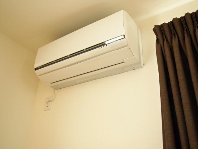 エアコンのポコポコ音には消音バルブを!換気扇とドレンホースの関係