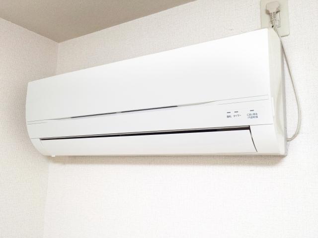 エアコン取り付け費用のめやす!安くすませるためのコツもご紹介