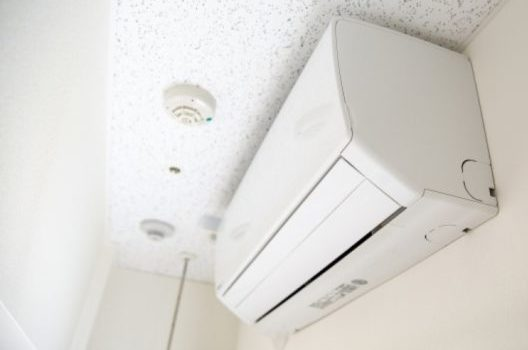 エアコン設置前には大家さんや管理会社に許可を取ろう!