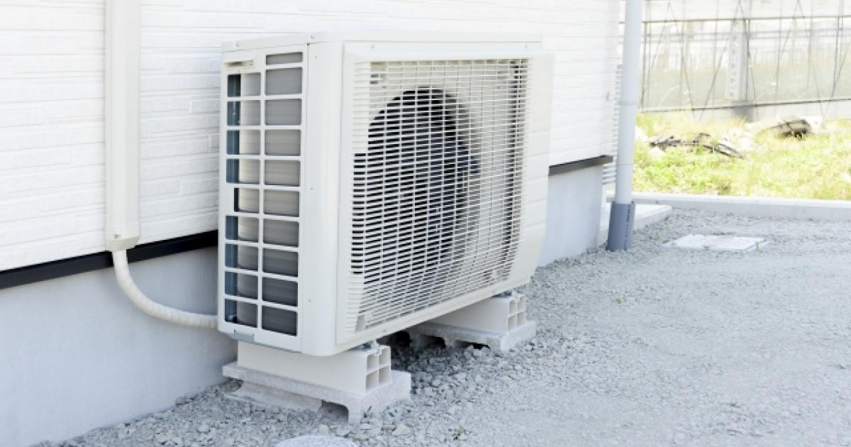 エアコンのドレンから水漏れ!原因と自分で修理・掃除する方法を解説