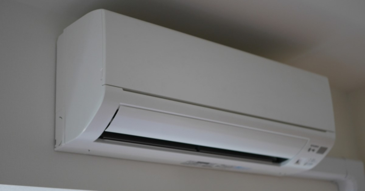 エアコン取り付けを自分でする方法!費用も比較してから作業をしよう
