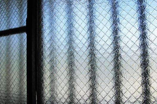 本体と窓枠のサイズ、立ち上がりの有無の確認
